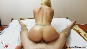 Dude manages to entice a chick for passionate sex